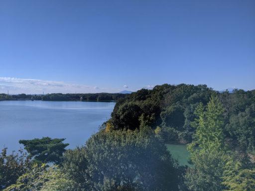 多摩湖と富士山
