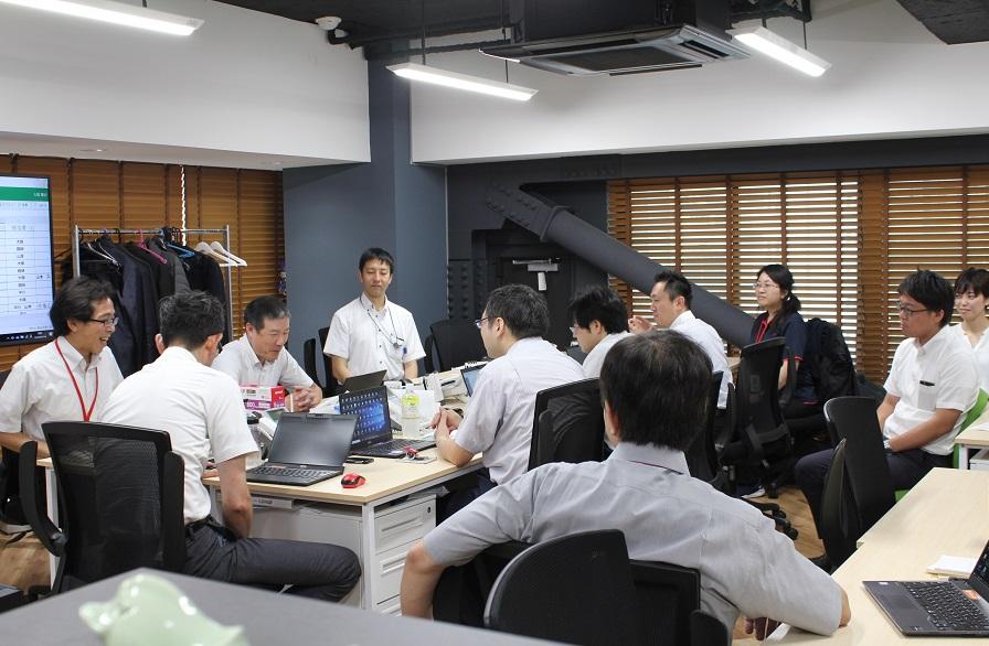 """社内コミュニケーションを活性化する""""朝礼""""の実践事例"""